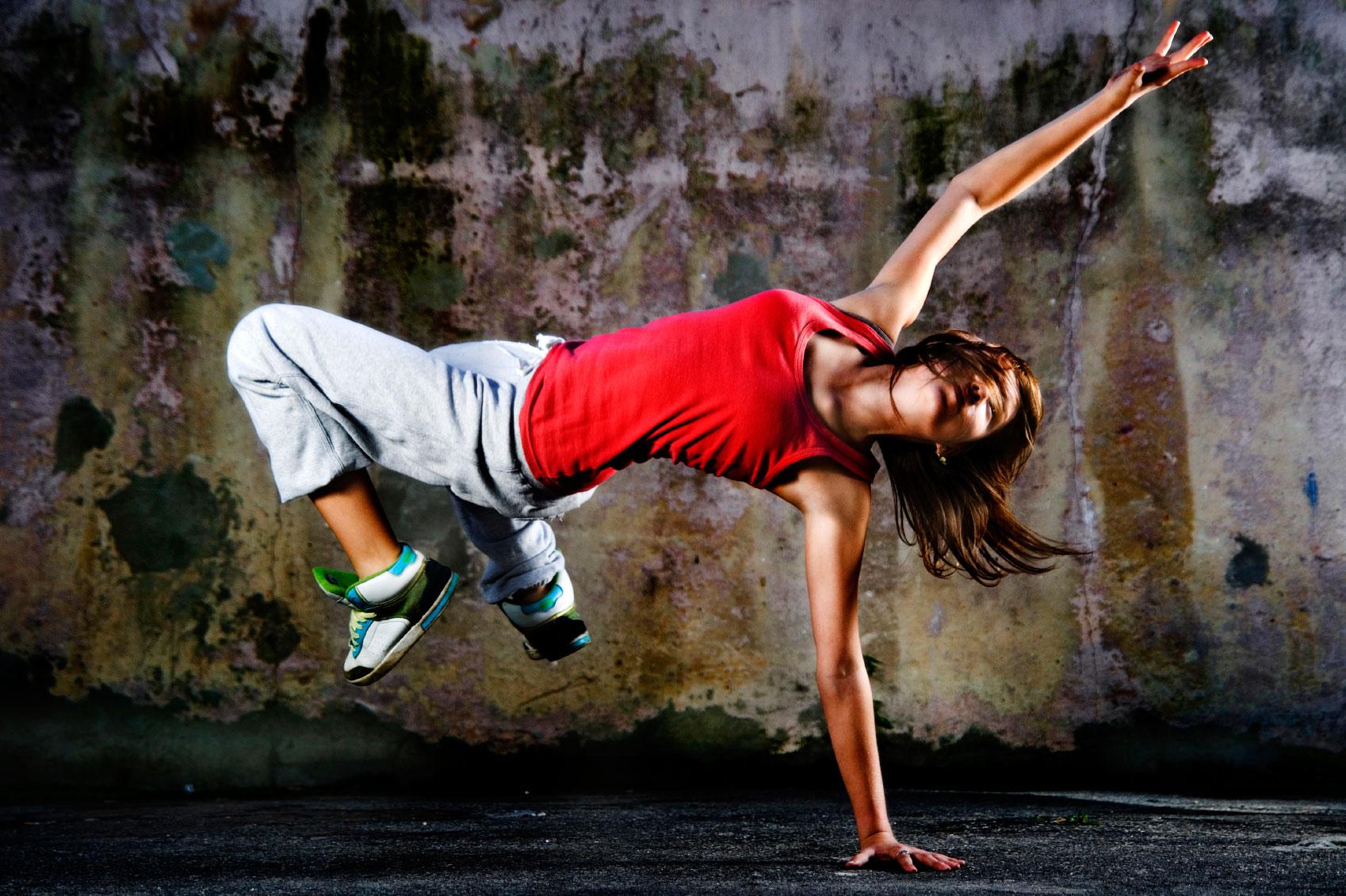 Фото девушки во время танца 21 фотография